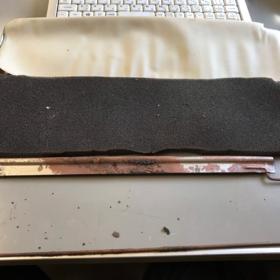 取り付け方法 3.サンバイザーのフレームを取り出します。ボロボロに錆びてました。せっかくなので装着前に錆を綺麗に落としておきましょう。